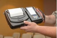 Có nên mua máy in mã vạch cầm tay giá rẻ hay không?
